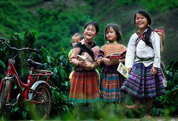 Nét đẹp trẻ em khi được đến trường